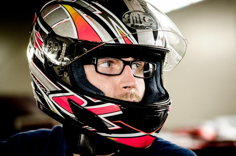 Tips Memilih Helm yang Nyaman untuk Pengendara Berkacamata
